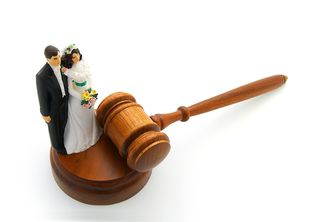 Bigstock-Couple-And-Gavel-91627817